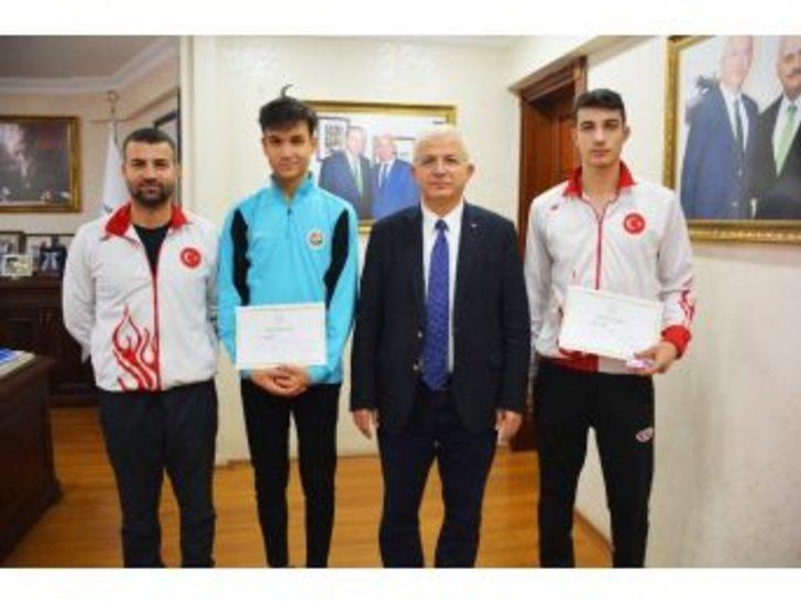 Torbalı'nın Altın Sporcularına Altın Ödül