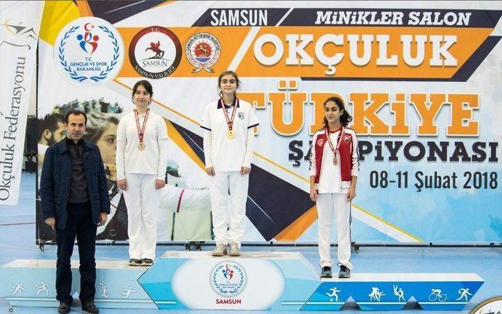 Karşıyakalı Azra Türkiye İkincisi