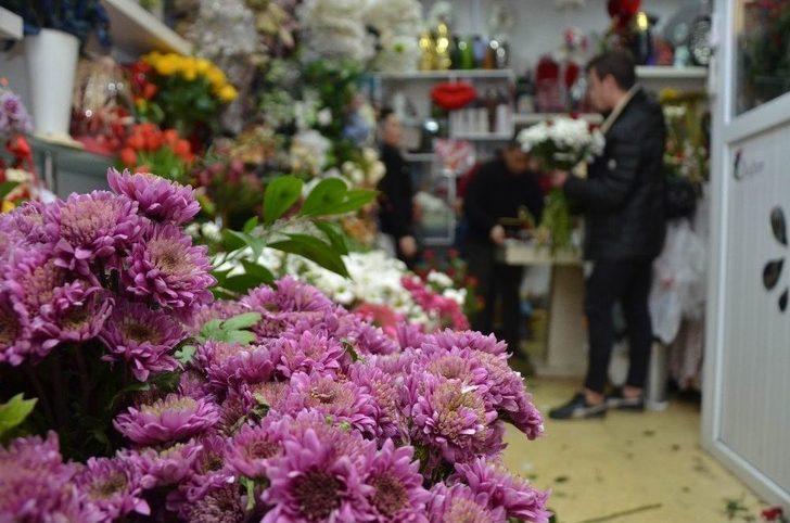 Çiçekçilerin 14 Şubat Mesaisi