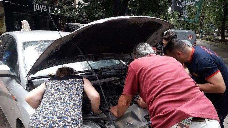 (özel) Otomobilin Motor Kısmına Giren Kedi Herkesi Seferber Etti