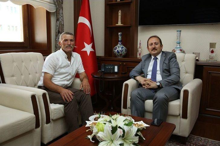Göksunlu Şehit Babası Mehmet Arslan, Vali Ali Hamza Pehlivan'ı Ziyaret Etti