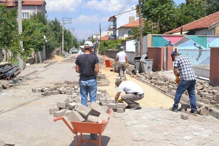 Şuhut'ta Yol Yenileme Çalışmaları Hızla Devam Ediyor