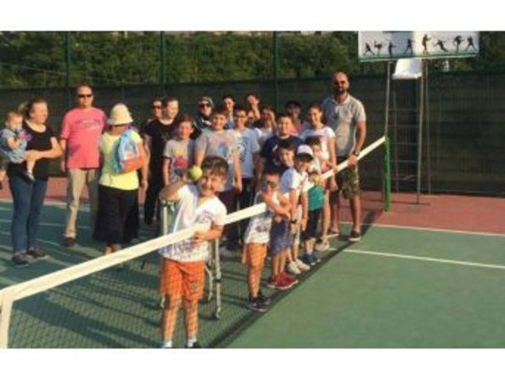Tenisçiler Korta Çıktı