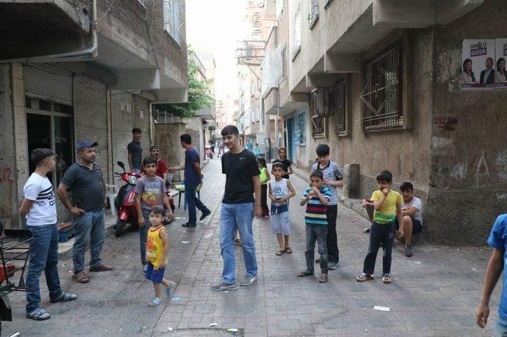 4 Çocuğu Taciz Ettiği İleri Sürülen Şahsa Mahalle Dayağı
