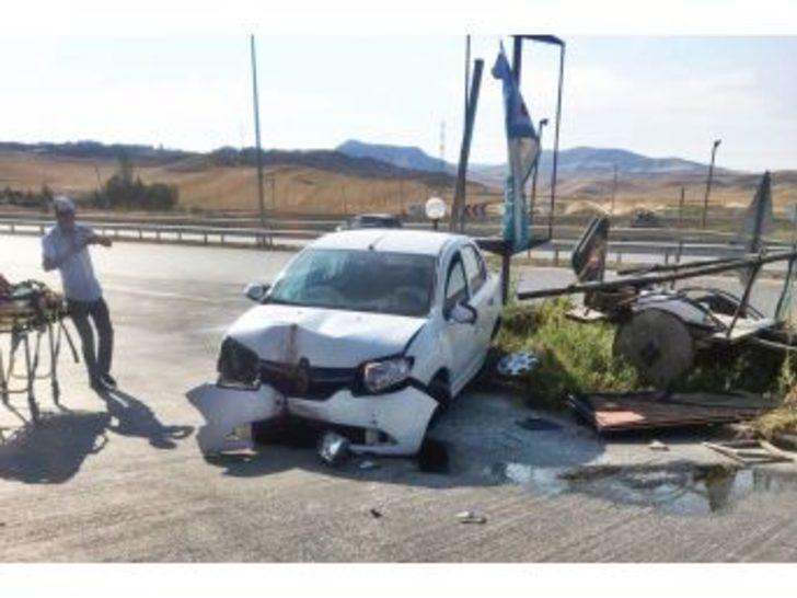 Bayan Sürücü Kaza Yaptı : 2 Yaralı