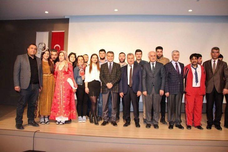 Tatvan Myo Tiyatro Topluluğu İlk Oyunlarını Sahneledi