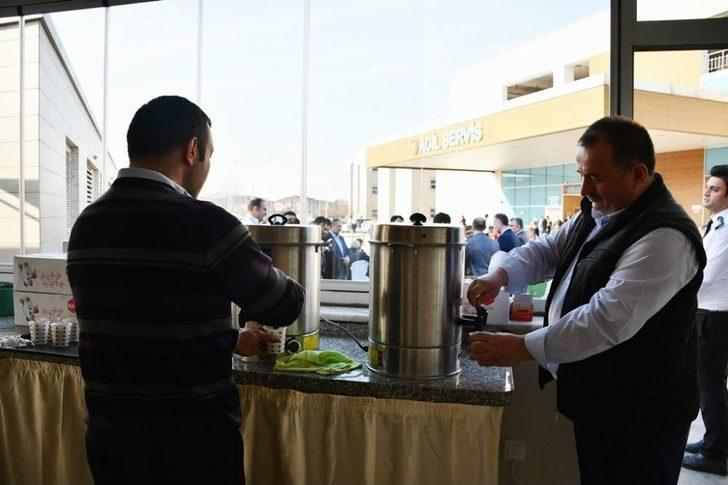 İnegöl Belediyesi'nin Hastanede Ücretsiz Çay Ve Su İkramı Başladı