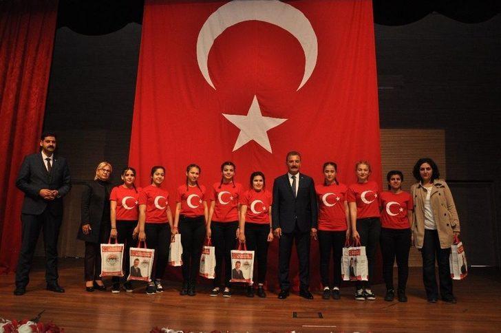 İstiklal Marşı'nı En Güzel Okumak İçin Yarıştılar