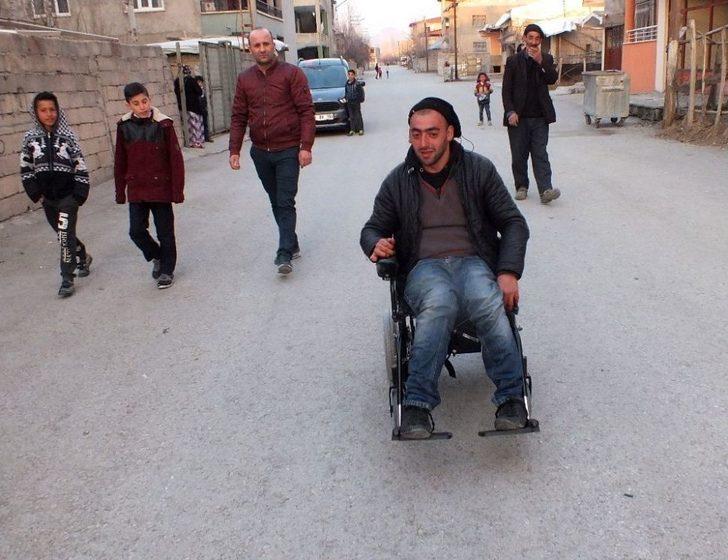 Vanlı Amcan'dan Engelli Vatandaşa Akülü Araç