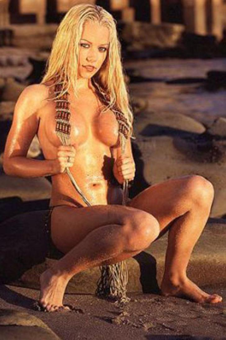 Compilation of kendra wilkinson nude behind the scenes the nip slip