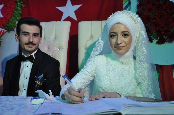 Başkan Şahiner Genç Çiftin Nikahını Kıydı