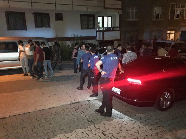 Ataşehir'de sokakta 2 el bombası bulundu (1)