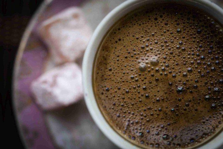 Türk kahvesi nasıl yapılır: Bol köpüklü kahve yapmanın 5 aşaması