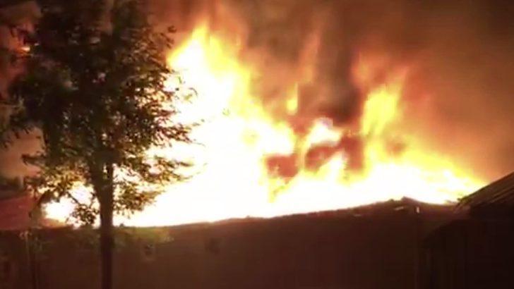 Kocasinan'da atık kağıt deposunda yangın (1)