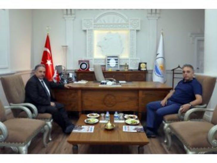 Vali Toprak Büyükşehir Belediyesini Ziyaret Etti