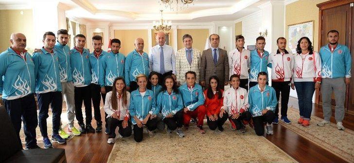 Türkiye Dağ Koşusu Milli Takımından Vali Azizoğlu'na Ziyaret