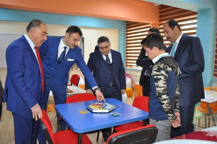 Kemah'ta Öğrenciler Teknoloji Bağımlılığından Uzaklaşıyor