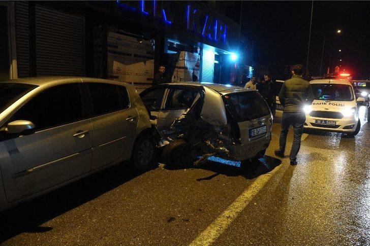 Bursa'da 9 Aracın Karıştığı Zincirleme Trafik Kazası Güvenlik Kamerasına Yansıdı