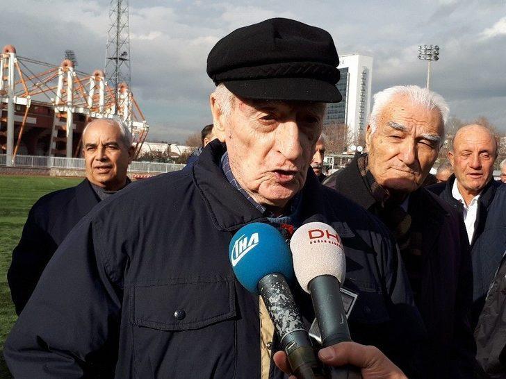 Türk Futbolunun Eski Hakemleri Başkent'te Bir Araya Geldi