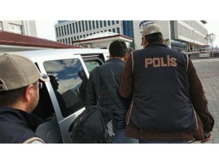 Saklandığı Çatıda Yakalanan Fetö Zanlısı Öğretmen Tutuklandı