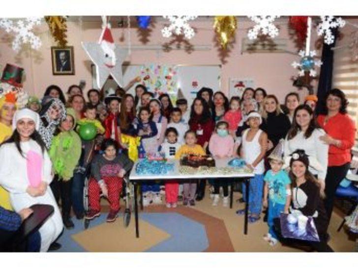 Esogü Sağlık Uygulama Ve Araştıma Hastanesi Büyük Çocuk Servisi'nde Yılbaşı Kutlaması