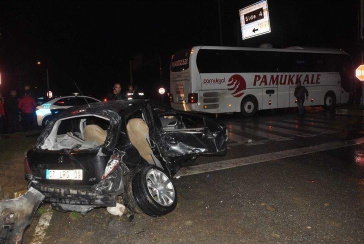 Antalya'da Yolcu Otobüsü İle Otomobil Çarpıştı: 1 Ölü, 2 Yaralı