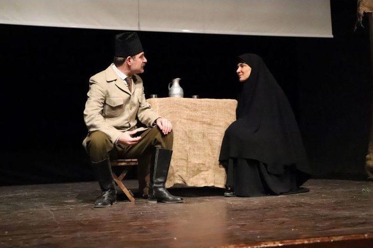 Mardin'de Tiyatro Gösterimi