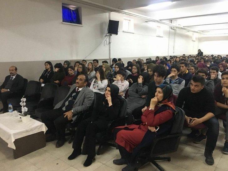 Aktürk Kariyer Söyleşi Programı İle Öğrencilerle Buluştu