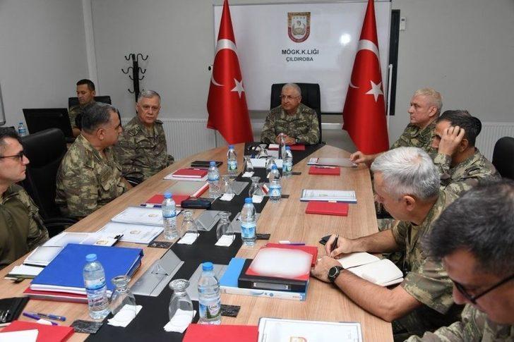 """Tsk: """"genelkurmay Başkanı Orgeneral Yaşar Güler, Beraberinde Kara Kuvvetleri Komutanı Orgeneral Ümit Dündar İle Birlikte Gaziantep Ve Hatay Bölgelerindeki Birlik Ve Karargâhlarda İnceleme Ve Denetlemelerde Bulunmaktadır."""""""