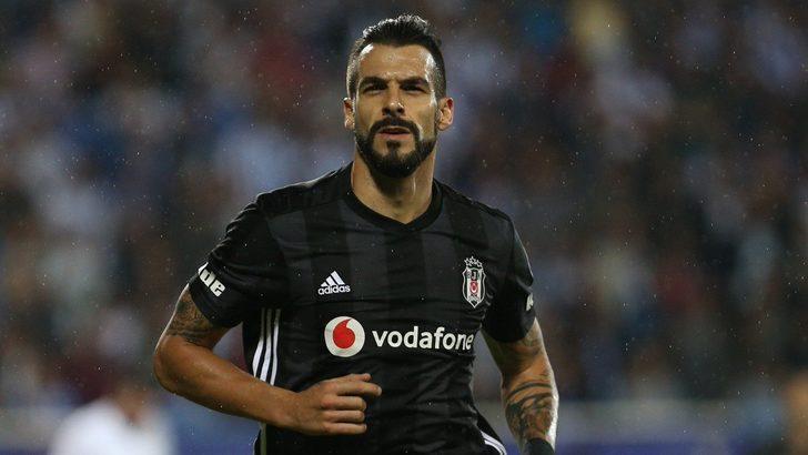 Beşiktaş'ta takımdan ayrılması beklenen Alvaro Negredo kadroda