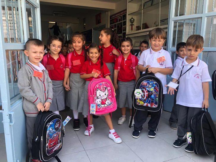 Silivri'de öğrenciler eğitim setleriyle okulla başladı