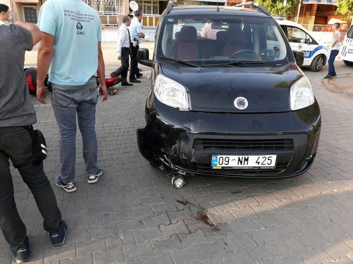 Hafif ticari araçla çarpışan motosikletli kurye yaralandı