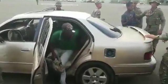 Bu arabadan kaç kişinin çıktığına inanamayacaksınız