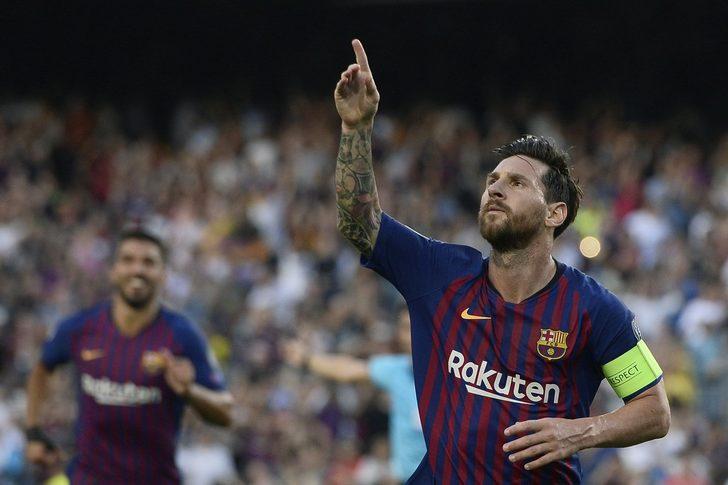 Hirving Lozano, Messi'nin frikik atışını engellemek için barajın arkasına yattı!