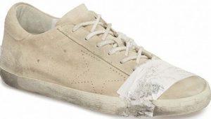 530 dolarlık eskitilmiş ayakkabı sosyal medyayı salladı: Fakirlikle alay ediliyor!