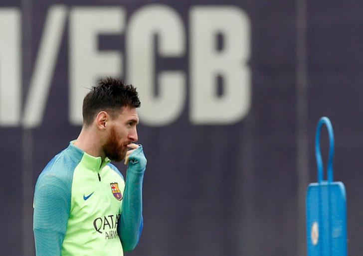 Lionel Messi: Ronaldo mu yoksa sen mi diye soranlara, Ronaldinho'nun hala hayatta oldugunu söyleyip konuyu kapatıyorum.