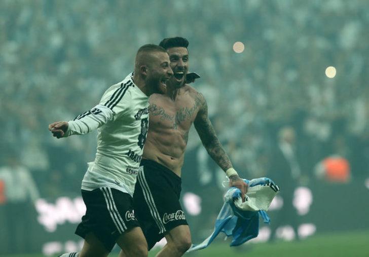 Gökhan Töre: Gökhan Töre hayatı boyunca gol atmamışken Türkiye'de gol krallığına oynuyor. Futbol ilginç bir oyun...