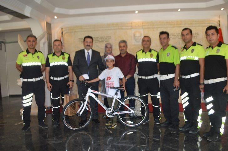 'Kırmızı Düdük' kampanyasından bisiklet kazandı