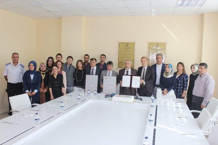 Van YYÜ'ye 'Akreditasyon' sertifikası