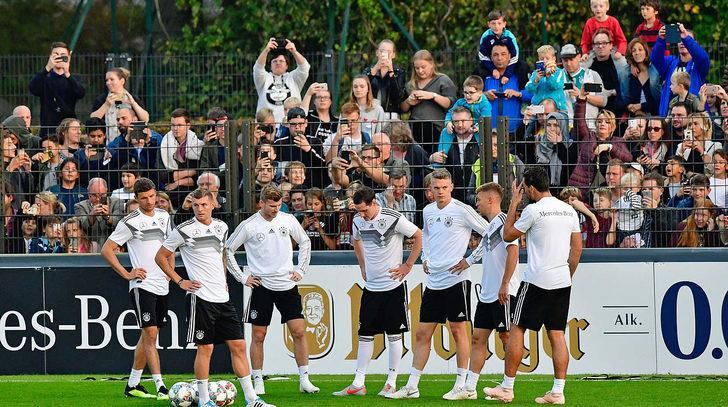 Almanya Milli Takımı'nın antrenmanını 5 bin kişi izledi