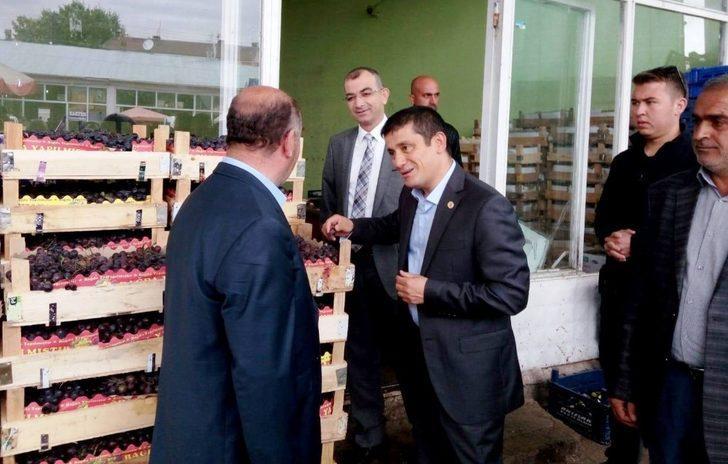Başkan Vekili Mehmetbeyoğlu'ndan sebze ve meyve haline ziyaret