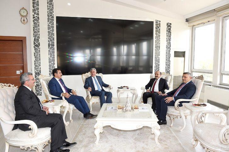 Bakan Yardımcısı Metin'den Büyükşehir Belediyesine ziyaret