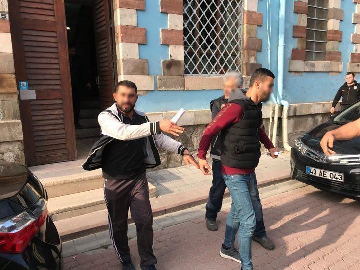 Uyuşturucu ticareti iddiasıyla gözaltına alınan 4 kişiden 3'ü tutuklandı