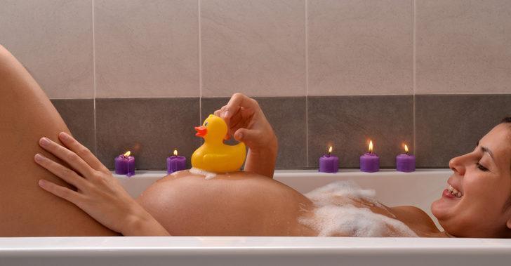 Hamileyken banyo yapılmaz, cinsel ilişkiye girilmez mi? İşte gebelikteki en yaygın efsaneler