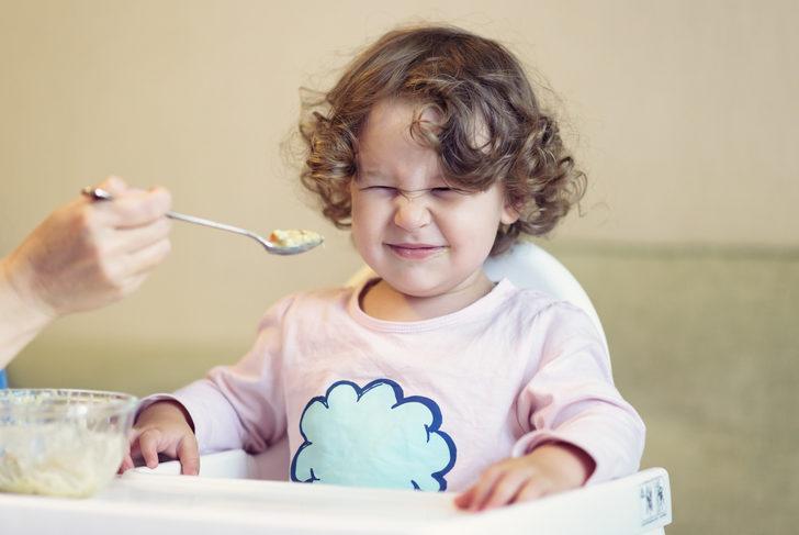 Reflü tedavisi mümkün mü? Bebeklerde reflü nasıl geçer? Bebeklerde reflü belirtileri nelerdir?