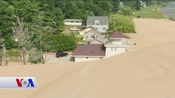 Michigan'da Kum Tepeleri Adeta Evleri Yutuyor