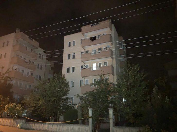 Bursa'da yıkılmatehlikesi bulunan apartman ile 2 bina tahliye edildi (1)