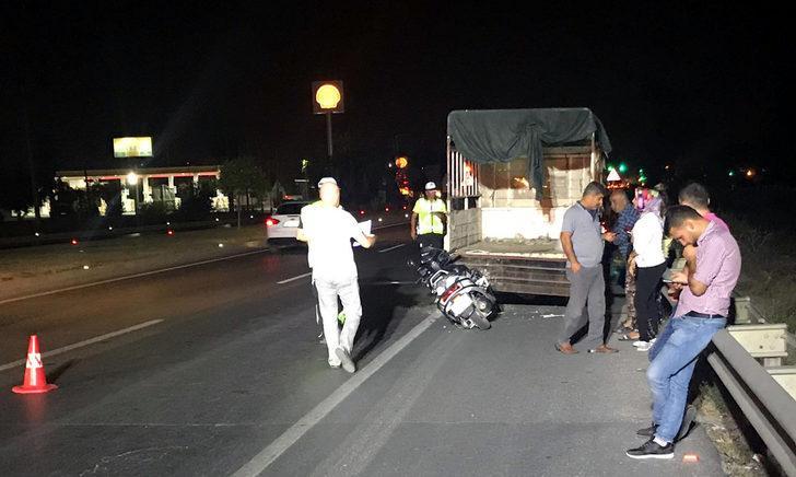 Emniyet şeridinde duran kamyoneteçarpan motosiklet sürücüsü öldü