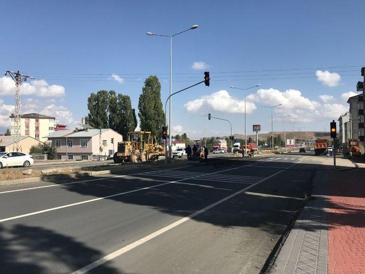Horasan'da trafik kazalarının çok yaşandığı kavşağa önlem alındı