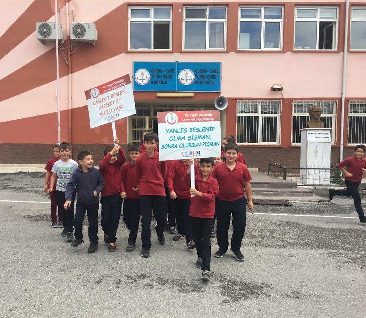 Öğrenciler sağlıklı yaşam için yürüdü